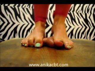 Anika pisa seu pau de escravos www.anikacbt.com