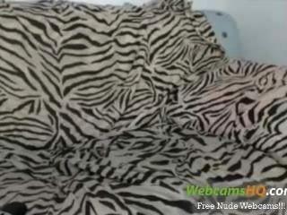 A mais bonita puta teen de cabelos brancos de 19 anos na webcam