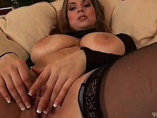 Liana sexy dildoing seu bichano molhado