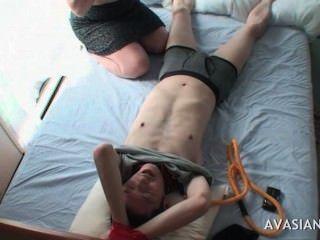 Sexy, asiático, adolescente, provocando, amarrado, cima, amigo