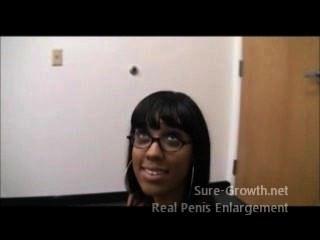 Mulher negra é fodida por seu novo emprego