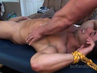 Dançarino bodybuilder ligado e mario cócegas