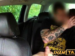 Quente checo babe scammed e fodido duro por motorista de táxi