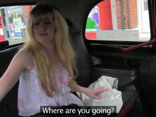 Loira loira peluda fodido em táxi