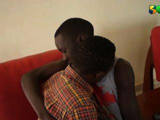 Twinks africanos do doce que obtêm quentes