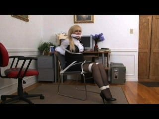Amarrado no escritório