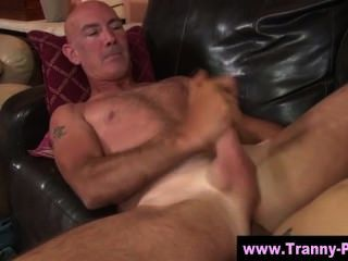 Tranny horny cadela sopra sua carga
