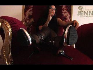 Jenny fumar na cadeira vermelha