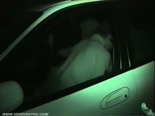 Sexo voyeur secreto dentro do carro