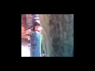 legal age adolescente indiano banho ao ar livre