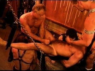 Cinco homem sensual cbt, bdsm orgia com ursos e lontras com cum.