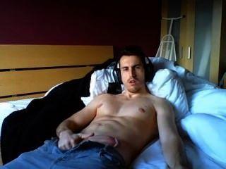 Homem quente inglês cums na cam