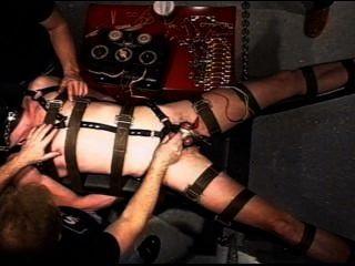Extremo eletro suspenso em restrições.