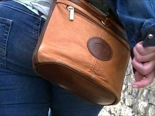 Burro grande em jeans apertados (cândido)