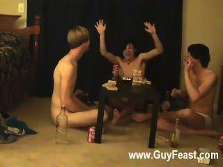 Traço de sexo gay e william se reúnem com seu novo amigo austin para