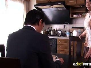 Bela mulher asiática traindo seu marido