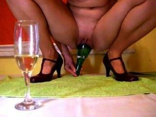 Champanhe, garrafa, dentro, bichano