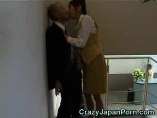 Handjob louco no escritório de tokyo!