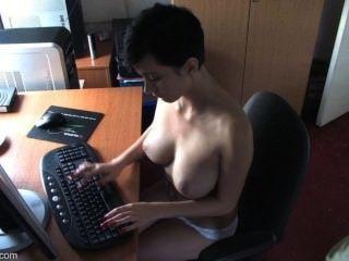 Downblouse kim boobslovin vídeo # 2