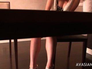 Garotas japonesas peludas recebem um orgasmo intenso