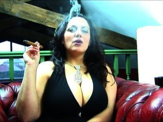 Fumar cigarro grande boob