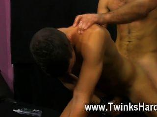 Sexo gay austin tem seu bumbum latino suave remado até que se torna brilhante
