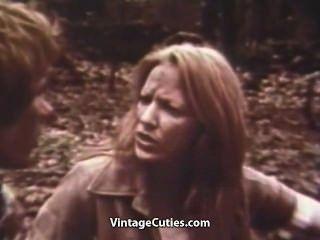 Casal fodendo ao ar livre em um piquenique