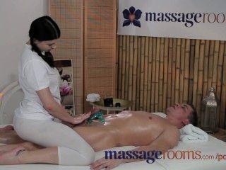 Salas de massagem jovem adolescente com mamas maciças goza gordo gordura dentro dela