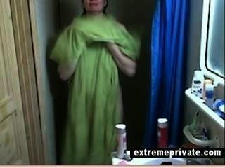 Cam escondido minha mamãe de banho 44 anos
