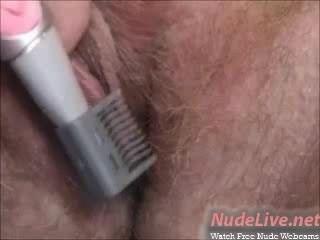Muito quente amadora loira adolescente shaves e bates na webcam