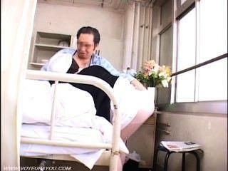 Velho sexo voyeur paciente com enfermeira