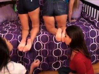 Iwf, irmãs pouco passo tem que cheirar os pés