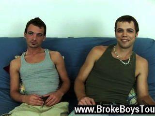 Gay fuck diesal e aaron sentou-se de volta no futon e como aaron tinha