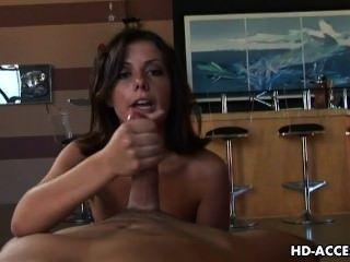 Horny chama penny dá um trabalho amzing mão