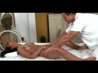 Salas de massagem petite pele escura beleza