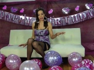 Nina leigh provocando com seus balões