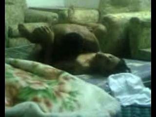 Árabes foda na sala de estar.