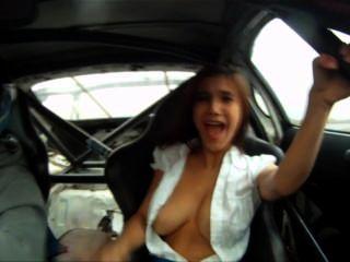 Menina perde seu top em um toyota supra (Império do mal drifting promo)