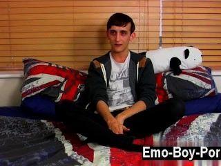 Quente gay 20 anos jake selvagem é um jovem selvagem emo que está no
