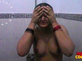 Sexy big tits indiana esposa sonia tomando banho gravado pelo marido