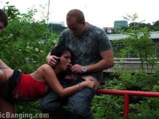 Orgia de sexo pública arriscada com parte morena 3