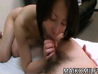 Miho maeda naughty mulher oriental fica em todos os fours