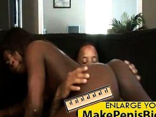 Doce ebony adolescente fica bichano esticado