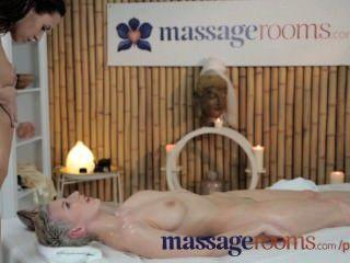 Salas de massagem lésbicas impressionantes têm diversão oleosa e intensa orgasmos ponto g