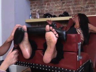 Cócegas quente do pé do pintainho