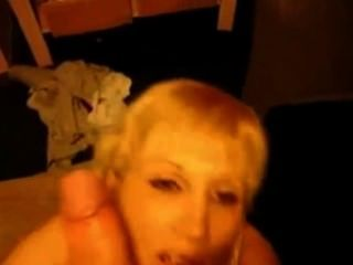 Blond milf sucks e leva facial