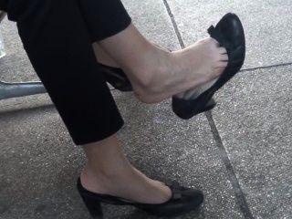 Candid shoeplay milf