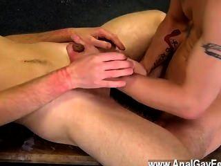 Filme twink de aiden recebe um monte de punição neste vídeo também, tendo