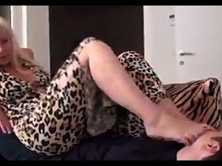 Adorável madura senhora pés adoração