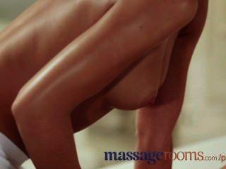 Salas de massagem inocente jovem lésbica tem g ponto orgasmo com adolescente massagista
